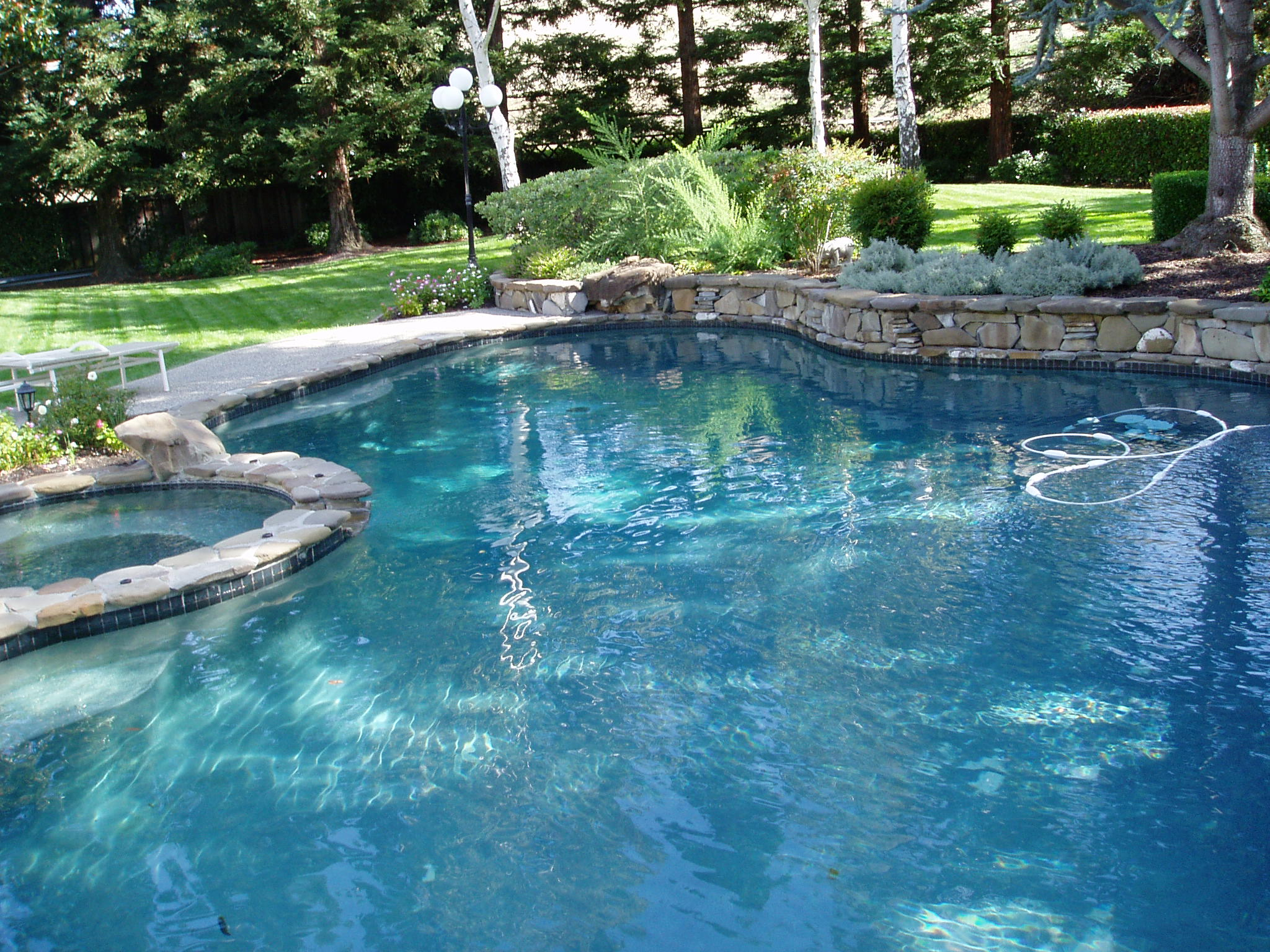 swimming pool maintenance and repair services