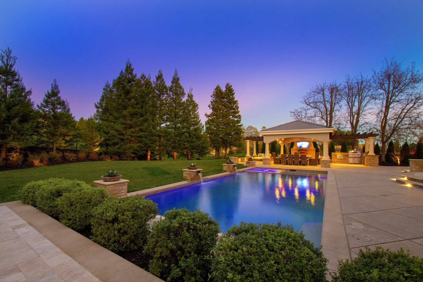 003_Back-yard-landscape-with-pool