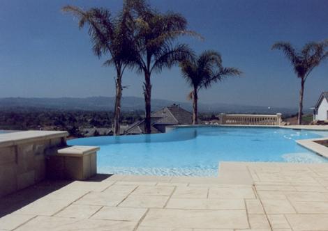 Swimming pool with infinity edge design 3
