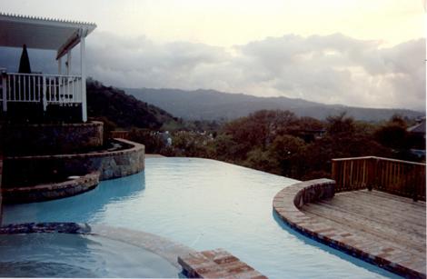 Swimming pool design with infinity edge 4