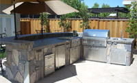 outdoor kitchen and BBQ construction